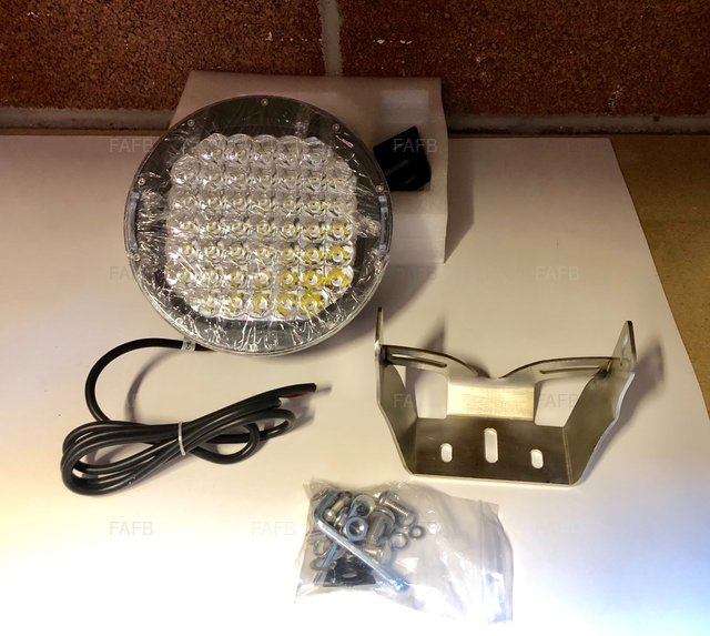 Aaa 225W spot light with 316 brackets and no cable joint - picture 1